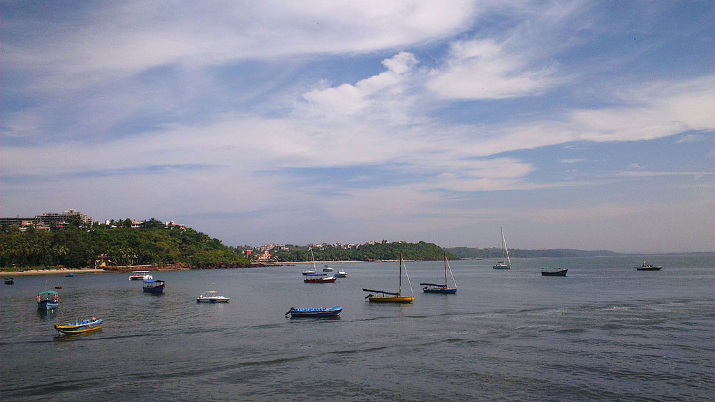 Fishing-Boats-anchored-at-Dona-Paula-Goa beach